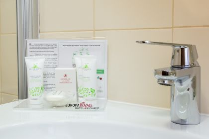 toiletries-standard-double-street-view-room